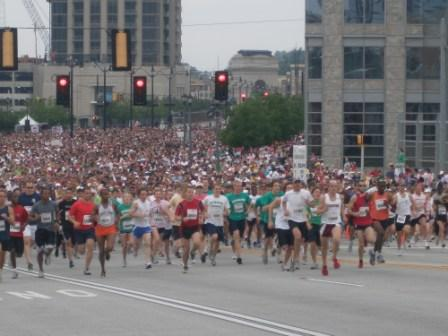 Large-start-runners-in-marathon
